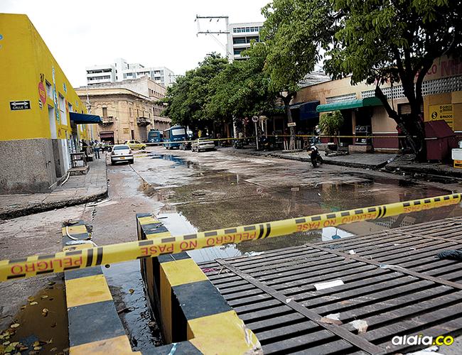 En la carrera 45 con calle 30, Centro de la ciudad, resultó herido a bala el pensionado de la Policía, José Neftalí Torres. Fue interceptado por cuatro fleteros.   AL DÍA