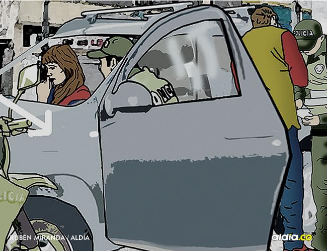 El policía que iba de parrillero subió en la camioneta y dentro del vehículo habría manoseado a la adolescente, afirman. | Rubén Miranda para Al Día
