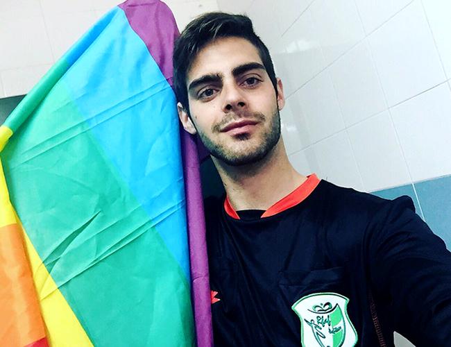 Jesús Tomillero Benavente tiene 21 años y se ha desempeñado como árbitro de fútbol desde los 11. | Foto: Twitter