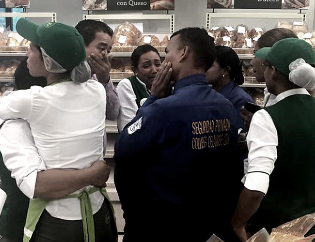 Los empleados de Carulla momentos posteriores al atraco. | Foto: Vía Wasapea A El Heraldo