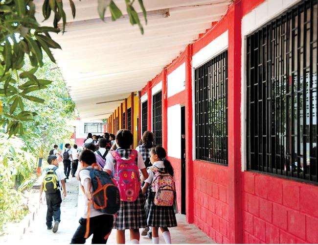 Los estudiantes del colegio se mostraron indignados. | Foto: AL DÍA
