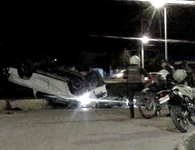 Así quedó el vehículo, momentos después de ocurrido el accidente que quedó registrado en un impactante video que circula en las redes sociales. | AL DÍA