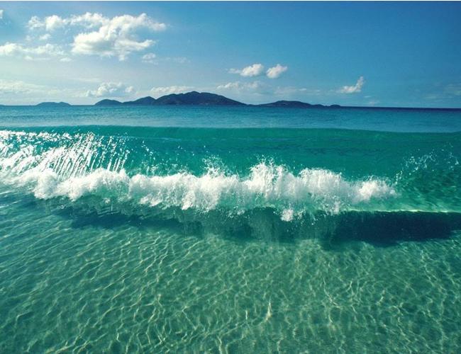 La razón del color azul del mar depende de las ondas de luz cortas y la profundidad de las agua   Foto: Luzanana.wordpress