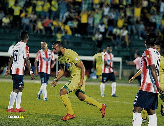 Celebración del tanto convertido por el charrúa Guevgeozián, que le ganó de cabeza a Támara y dejó sin opción a Viera para el 1-0 inicial. | Cortesía