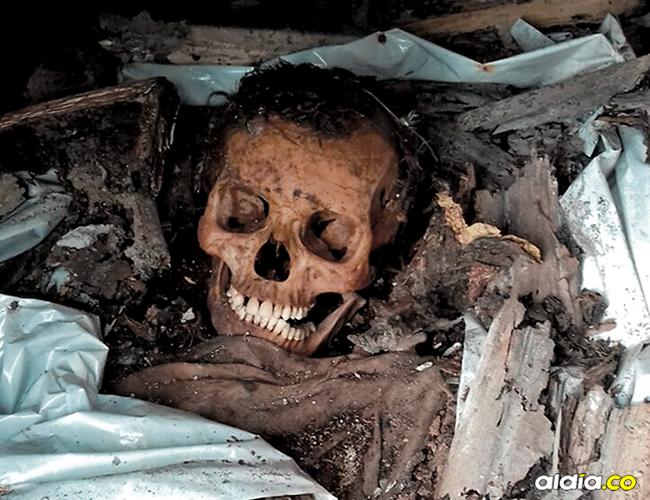 Por la falta de espacio en el cementerio sacan los restos óseos y los dejan en cualquier lugar, para utilizar la bóveda. | AL DÍA
