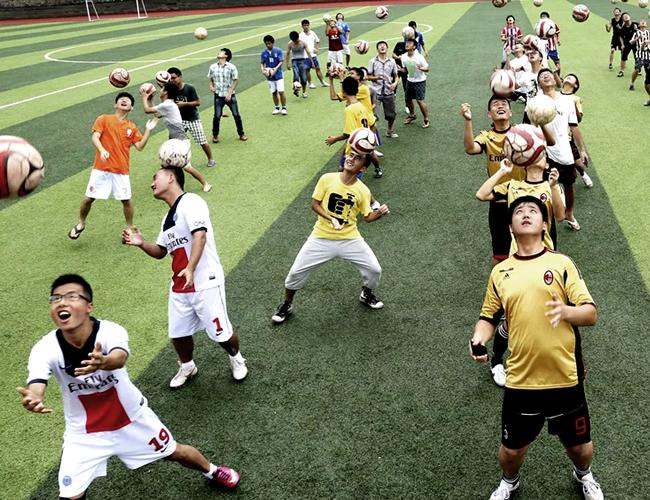 Los chinos siempre se han destacado en los deportes del ciclo olímpico, ahora, con más de 20.000 academias, quieren ir a la conquista del fútbol. | Foto: China Daily