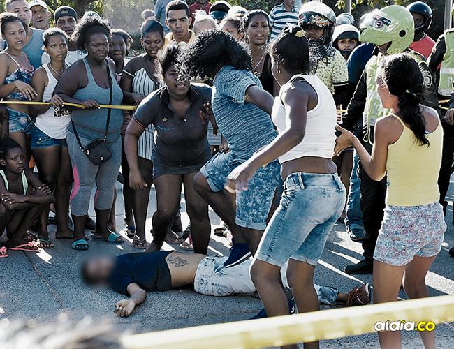Frente al cadáver de López Pérez se agredieron a golpes dos mujeres.   Javier García Salcedo