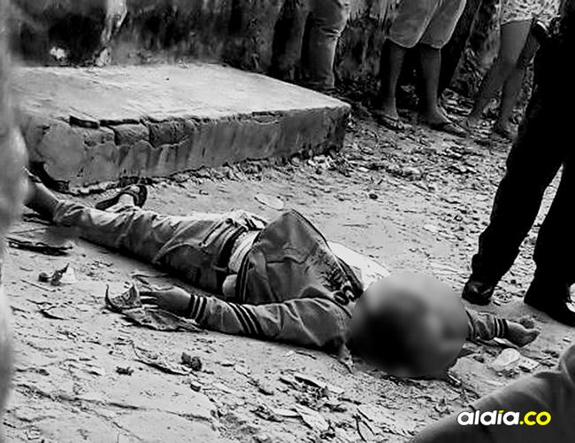 El cadáver de Deivis Roa quedó tendido cerca al caño. | AL DÍA