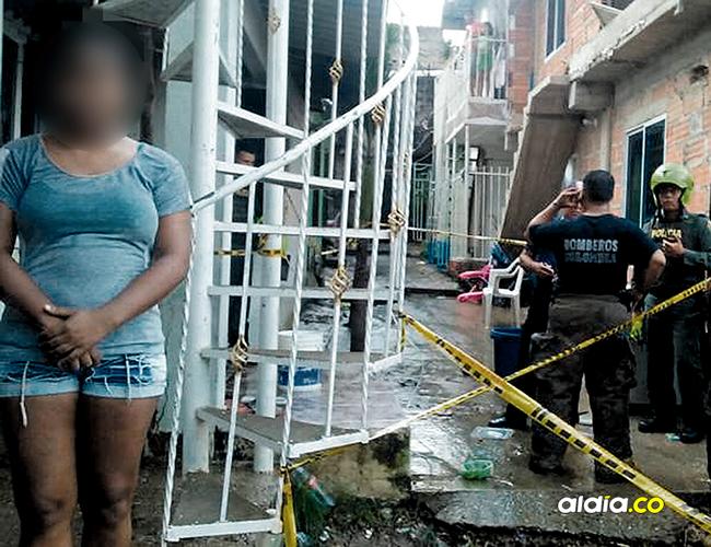 La joven que aparece en la foto fue amarrada de pies y manos mientras que su casa ardía luego que desconocidos le prendieron fuego. | AL DÍA