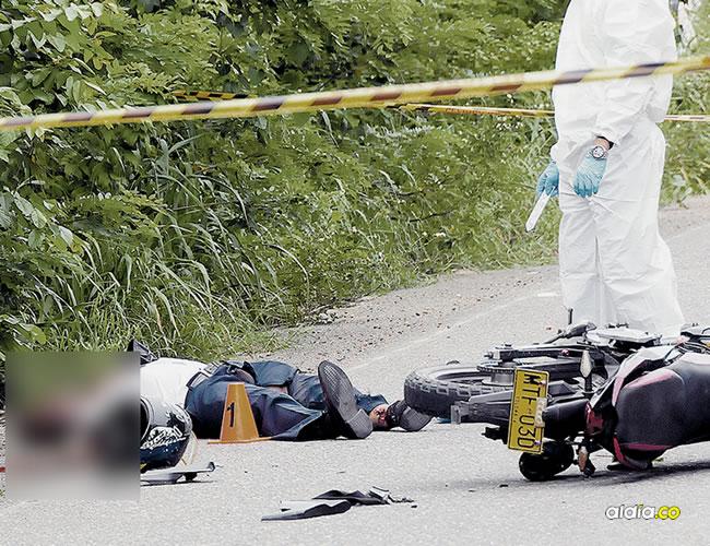 El conductor de Transmetro Carlos Alberto Escobar Florián, de 45 años, perdió la vida de forma instantánea tras chocar con un camión de combustible.   AL DÍA