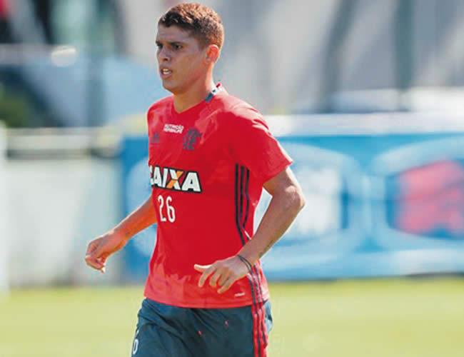 En solo dos meses, Cuéllar se ha consolidado como titular en el Flamengo de Brasil. | Foto: Archivo