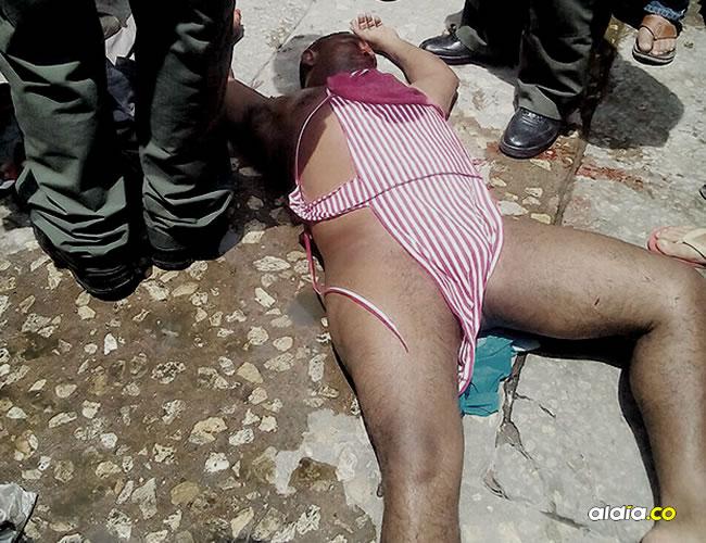 El hombre fue atendido en el Hospital Barranquilla y previamente auxiliado por miembros de la Policía, tras las múltilples heridas que sufrió en la cabeza y el rostro.   AL DíA