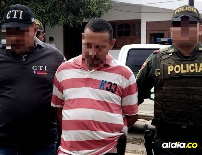 El detenido, en momentos en los que ingresaba a las celdas de la Policía en Sincé. | Cortesía