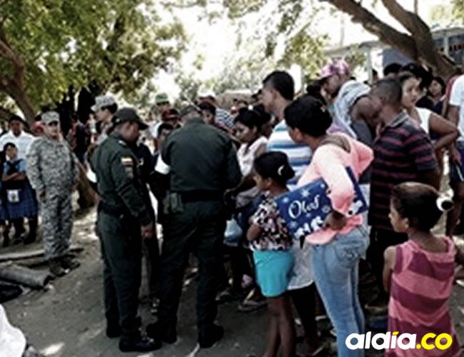 Momento en que la Policía adelantaba las diligencias de levantamiento del menor y el traslado a la morgue de Medicina Legal.