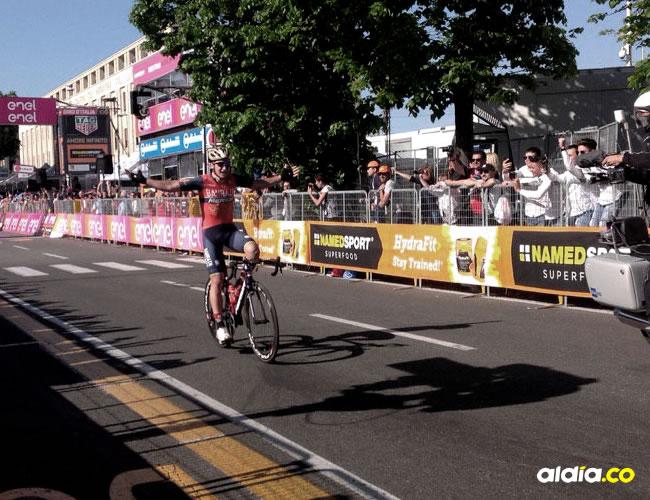 El ciclista Luka Pibernik celebró antes de tiempo | Giro de Italia.