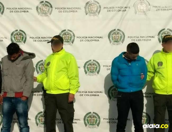 Jesús López y Jonathan Mendoza, izquierda, y Cristian García, derecha, fueron capturados por homicidio   Cortesía El Tiempo