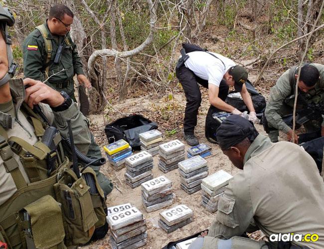 Tras el siniestro de la aeronave, las autoridades encontraron en su interior 157 paquetes con clorhidrato de cocaína.