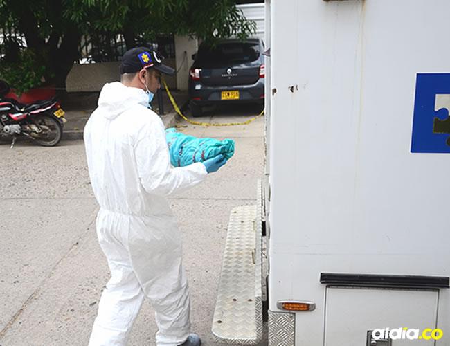 Funcionarios del CTI de la Fiscalía realizaron la inspección al cadáver. | Al Día