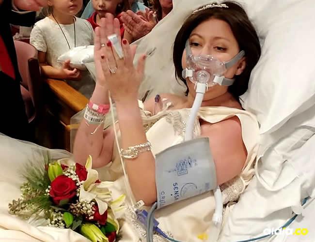 la joven comenzó a  sentir un extraño bulto en uno de sus pechos,el 23 de diciembre del 2016 le diagnosticaron cáncer de mama y ese mismo día, David decidió proponerle matrimonio | Christina Lee