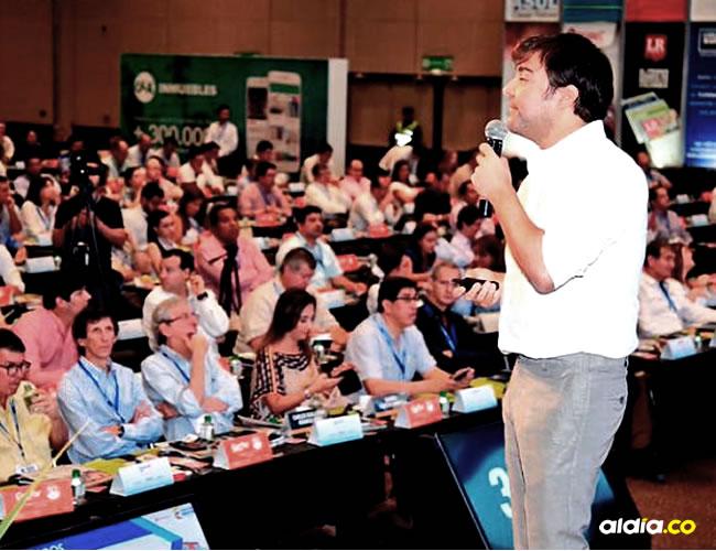 El ministro de Vivienda, Jaime Pumarejo, en su intervención ante los afiliados de Camacol | Presidencia