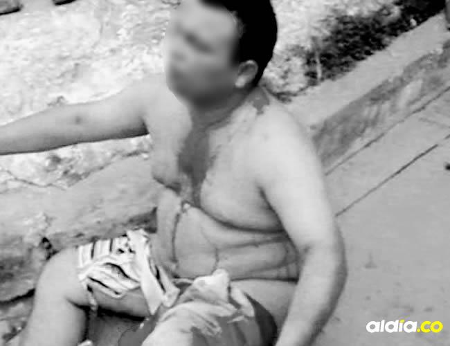 El hombre fue desnudado y golpeado por una turba que lo acusó de raptar a una niña de 4 años en Soledad | Captura de pantalla