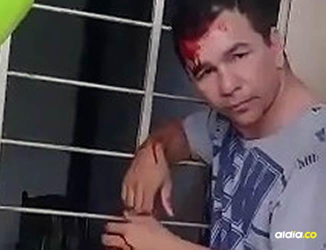 Pese a la custodia policial los ciudadanos lo agredieron. | AL DÍA