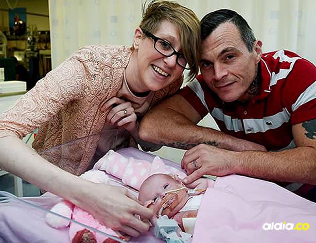 Naomi Findlay y Dean Wilkins, padres de la pequeña Vanellope | Daily Mail