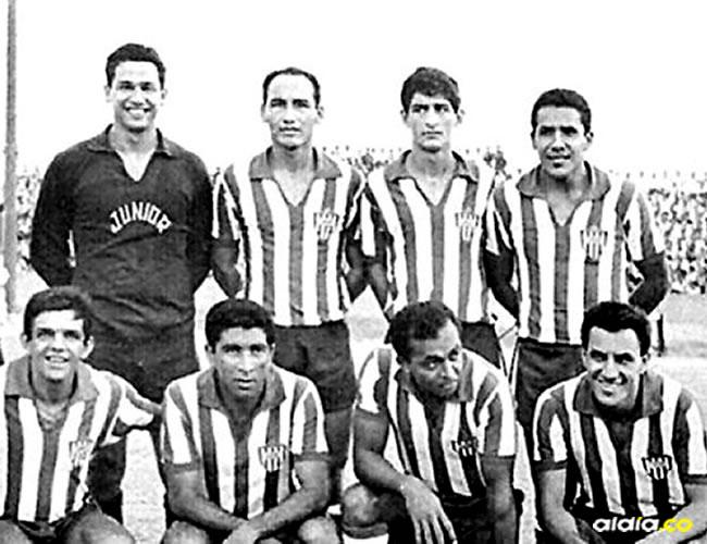 Formación del Junior en 1966, arriba de izquierda a derecha: Calixto Avena, Walberto Maya, Ramón Collante y Arturo. Abajo: Dida, Antonio Rada, Quarentinha y Jailton | Archivo