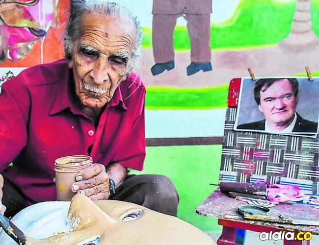 Ismael Escorcia, creador del disfraz del Descabezado.
