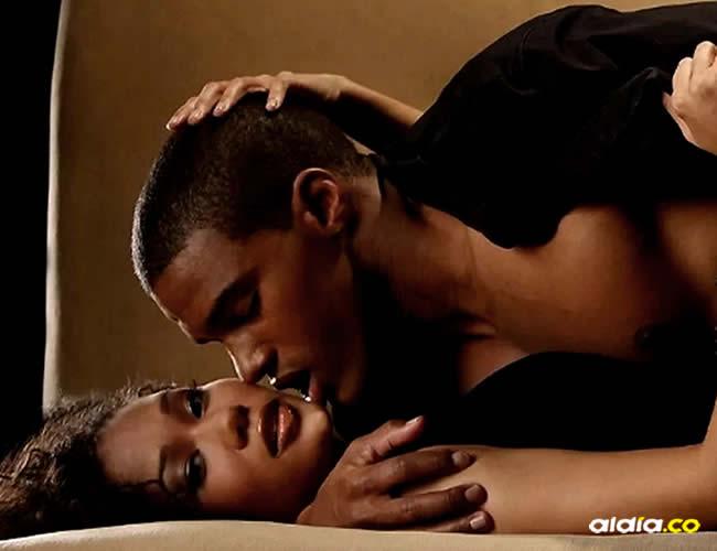 Muchos hombres temen no complacer a sus parejas en la intimidad | Tuko