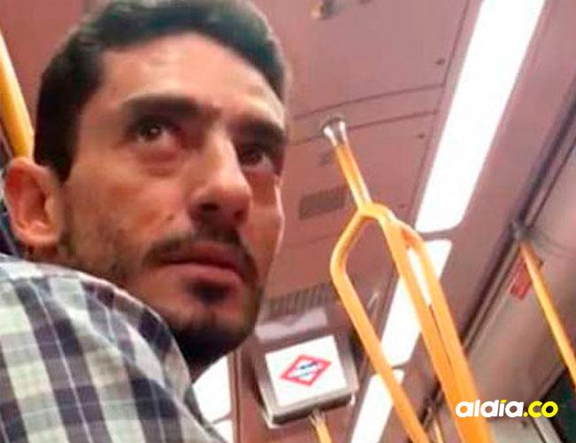 Hombre señalado de acosar a dos jóvenes en un tren de España | Captura de video de Facebook