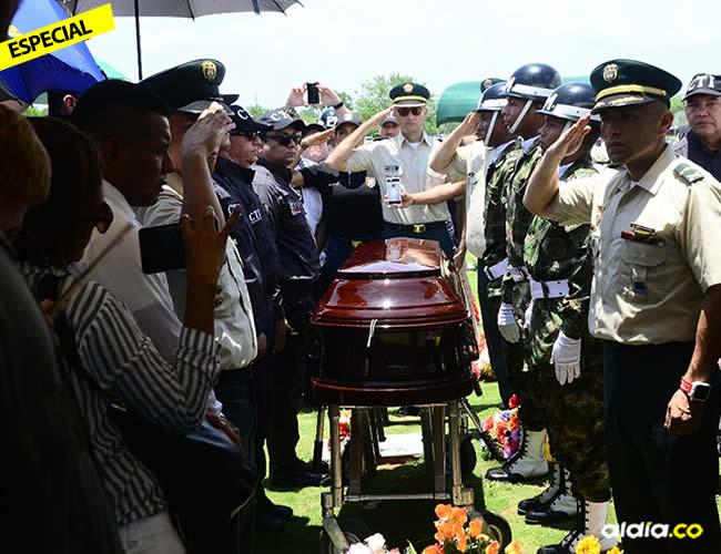Sergio Medina fue sepultado en Valledupar este martes 22 de agosto con honores que le rindieron los miembros del CTI y del Ejército | Al Día
