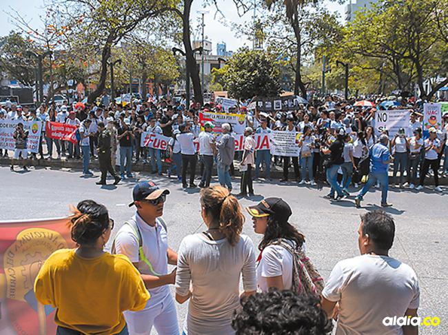 Los estudiantes, profesores y empleados de la Universidad esperan que las autoridades solucionen la problemática que los está afectando. | Al Día