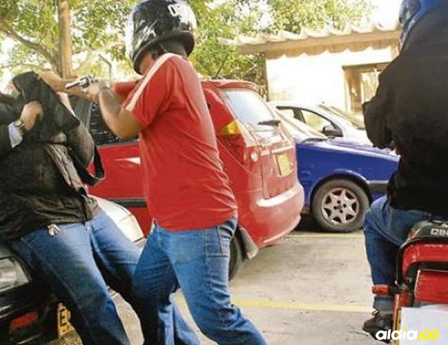 La víctima del robo entregó las características físicas de los autores del millonario atraco   Al Día
