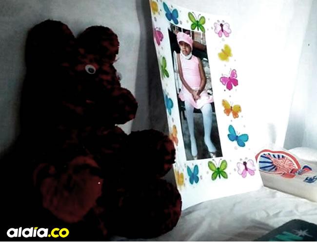 El imagen de la niña y un oso de peluche permanecen en el altar de la velación en la vivienda donde vivía la menor | Ivonne Arroyo