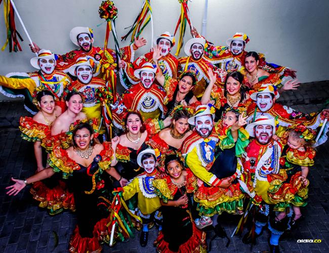 """""""Familia que baila unida permanece unida"""", es la frase preferida de los Jiménez   César Bolívar"""