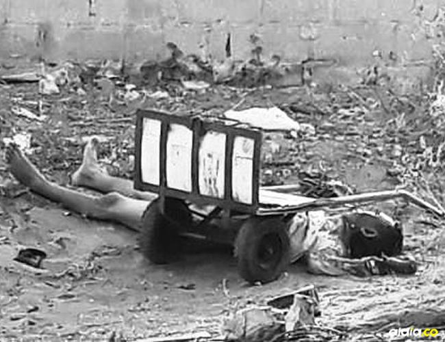 El hombre asesinado quedó bajo una carretilla metálica de la que se dijo no era del muerto, sino del hombre herido. | Al Día