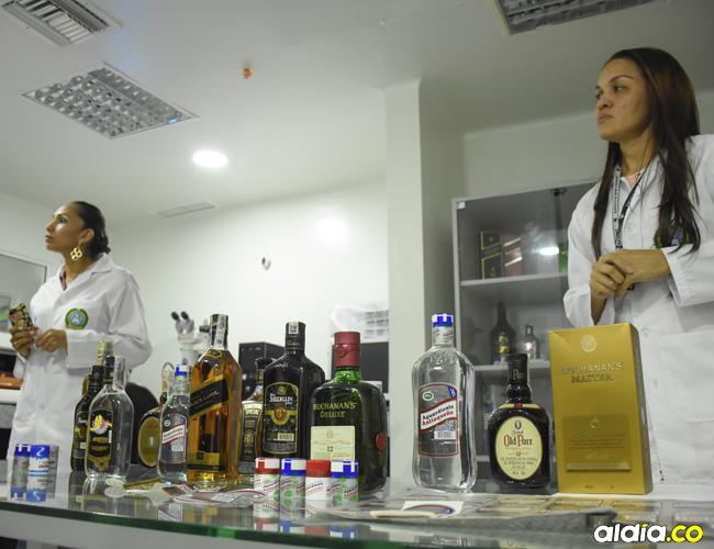 Los rones, aguardientes y whiskys de gama media son los licores que más se alteran en el mercado ilegal. | Mery Granados