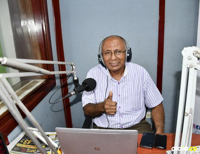 Ezequiel Julio De Ávila, de 65 años, comenzó su carrera radial el 22 de noviembre de 1973. Se ha destacado en la parte musical , deportiva y noticiosa.