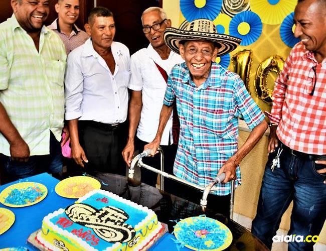 Felipe Bartolo Padilla Cantillo celebró sus 100 años rodeado de familiares y amigos del barrio.