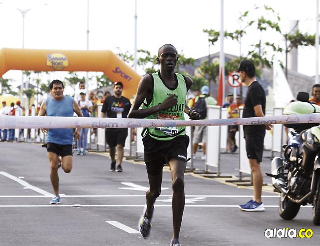 Los keniatas Cosmas Rotich y Emmaculate Jebet fueron los ganadores de la categoría élite de la carrera. Foto: Luis Rodríguez