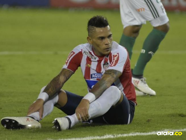 Jonatan Álvez después de su gol errado. | Al Día
