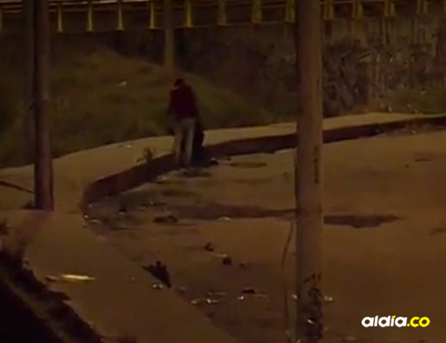 Según los  primeros reportes médicos, la víctima habría sido golpeada con piedras en la cara | Captura de pantalla Noticias Caracol