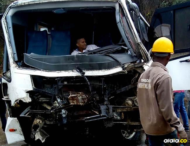 La buseta quedó destruida tras el aparatoso accidente en el que perdió la vida una mujer de 78 años en Zambrano. | AL DÍA