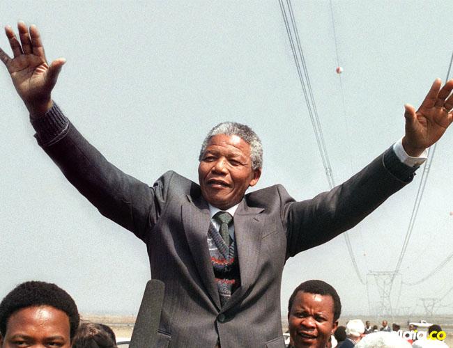 Nelson Rolihlahla Mandelafue, un abogado, activista contra el apartheid, político y filántropo sudafricano que lideró su país de 1994 a 1999.