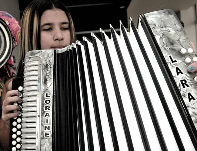 Loraine Lara Mercado, de 15 años, acordeonera del Atlántico  Foto: Al Día