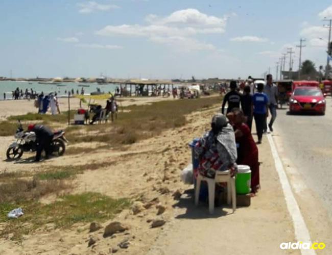 La mamá del menor se dedica a la venta de bebidas en las playas de Manaure.   Al Día