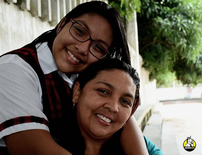 Massiel Noeli Gutiérrez Páez abraza a su mamá Massiel Páez Solano | Jhonny Olivares
