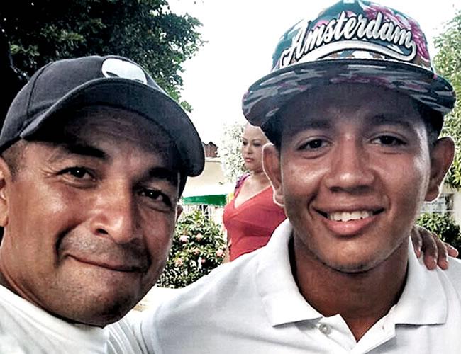 Alexander Vargas Cera, de 43 años, en compañía de su hijo Jean Carlos, quien lo arrolló accidentalmente | Foto: Al Día