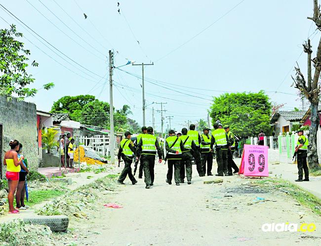 Según manifestaron los testigos, durante la riña, la Policía llegó al sitio para intentar detenerla, pero por poco agreden a un uniformado | Ilustración.